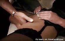 MILF cums intenst samtidig fingeren kneppede