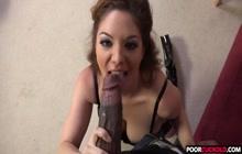 Kiki Daire tager en BBC i hendes mund
